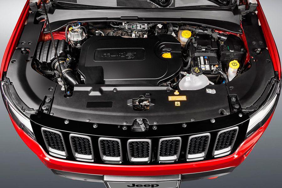El Compass se ofrece con mecánicas diésel y gasolina, 4x2 y 4x4 y manual o automático.