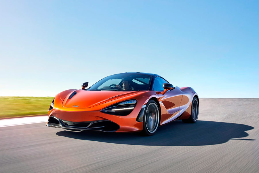El McLaren 720S alcanza una velocidad máxima de 341 km/h.
