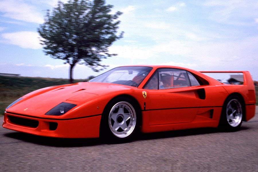 El Ferrari F40 fue el primer coche de calle que montó unos Pirelli P Zero.