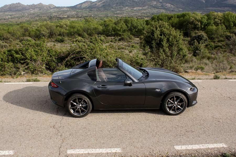 El comportamiento dinámico del Mazda MX-5 RF es excepcional.
