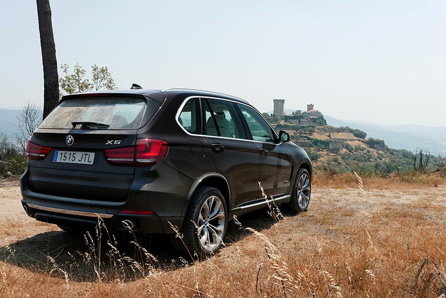 El BMW X5 tiene un diseño algo desfasado en la actualidad, pero sigue gustando.