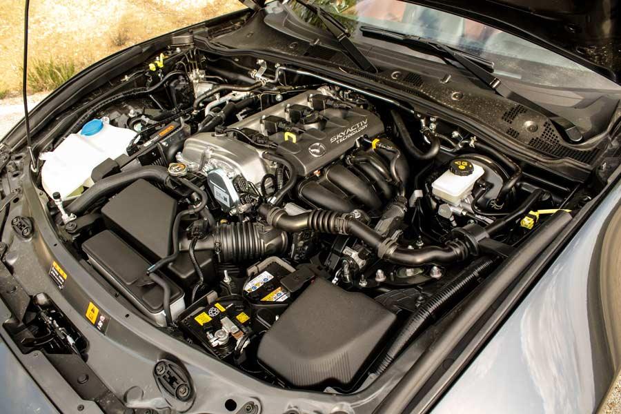 El motor de dos litros del Mazda MX-5 RF desarrolla 160 CV y entrega 200 Nm de par máximo.
