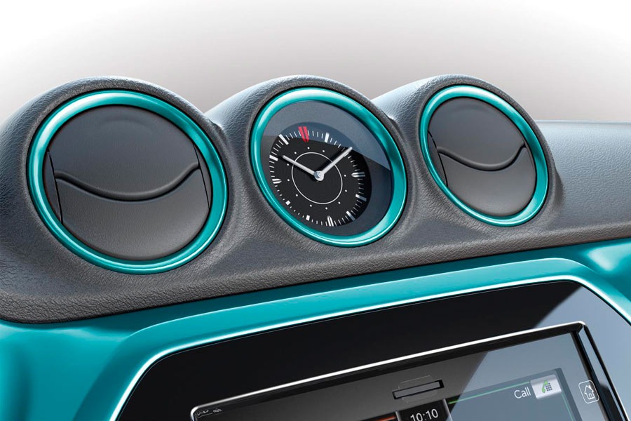 El reloj se integra en una de las ranuras de las salidas del climatizador.