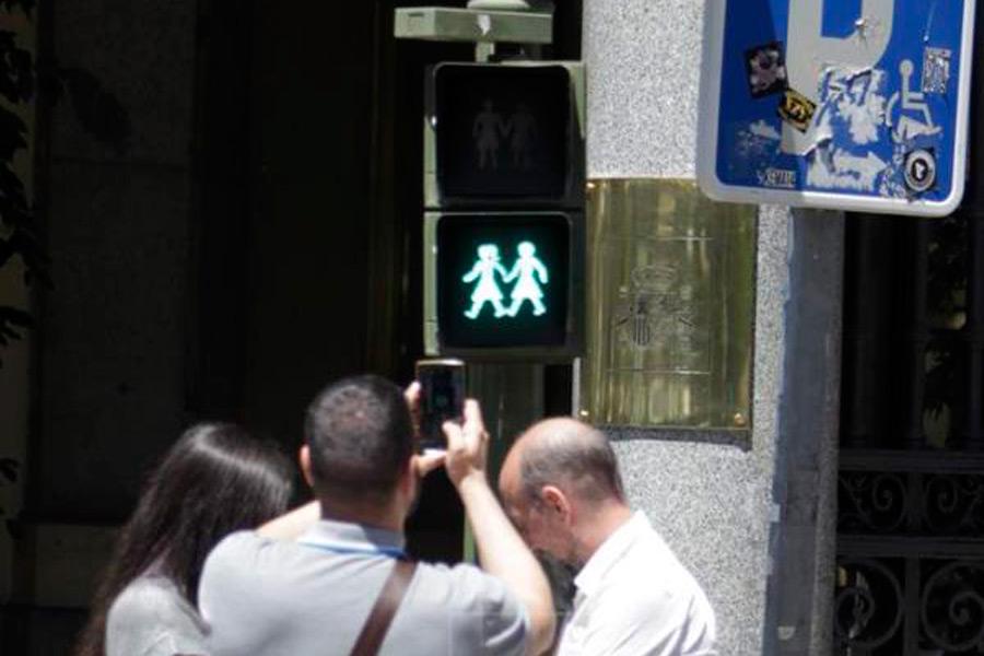 Madrid coloca semáforos homosexuales por el Orgullo
