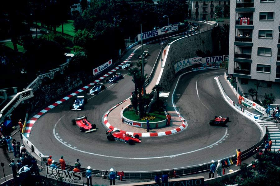 El Gran Premio de Fórmula 1 de Mónaco es uno de los más exclusivos y caros, sí, pero si tenéis oportunidad de ir, también podréis comprobar que se trata de uno de los más especiales y admirados del calendario.