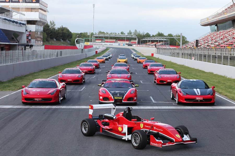 Conducir un Ferrari, un Lamborghini o un Fórmula 3 es un sueño que todos alguna vez hemos tenido pero que pocos podrán realizar. Fórmula GT te brinda la posibilidad de hacerlo en fechas concretas por diversos trazados nacionales. Ya nunca podrás decir que conducir un deportivo o un coche de competición no está al alcance de cualquiera...