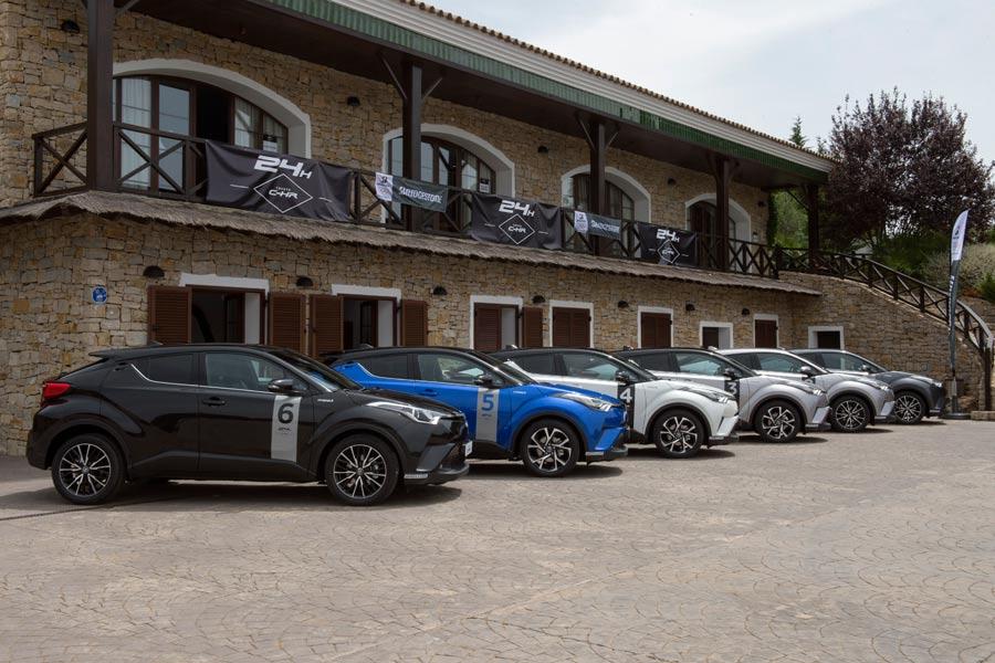 En la llegada a Ascari nos recibieron los 6 Toyota C-HR.