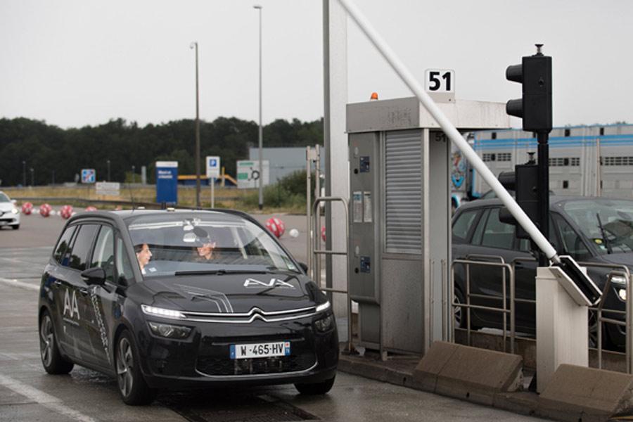 Por qué en Europa no podría matarte un coche autónomo