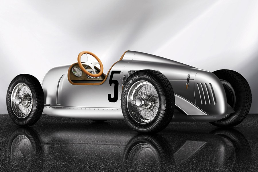 Un coche de pedales como éste superó los 8.000 euros.