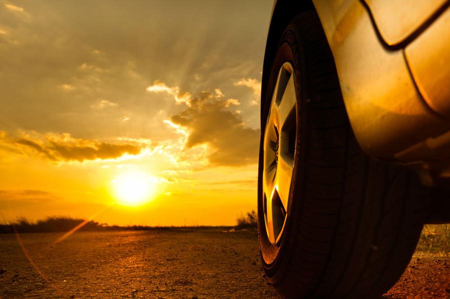 La exposición a la radiciçon ultravioleta incrementa el desgaste de los elementos de nuestro vehículo.