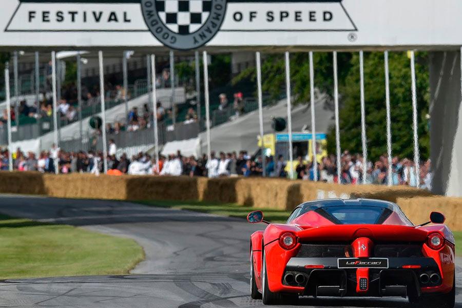 El Ferrari LaFerrari es el primer modelo de la marca de Maranello en optar por la tecnología híbrida. Tiene 963 CV, de los que 163 CV son producidos por los dos motores eléctricos.