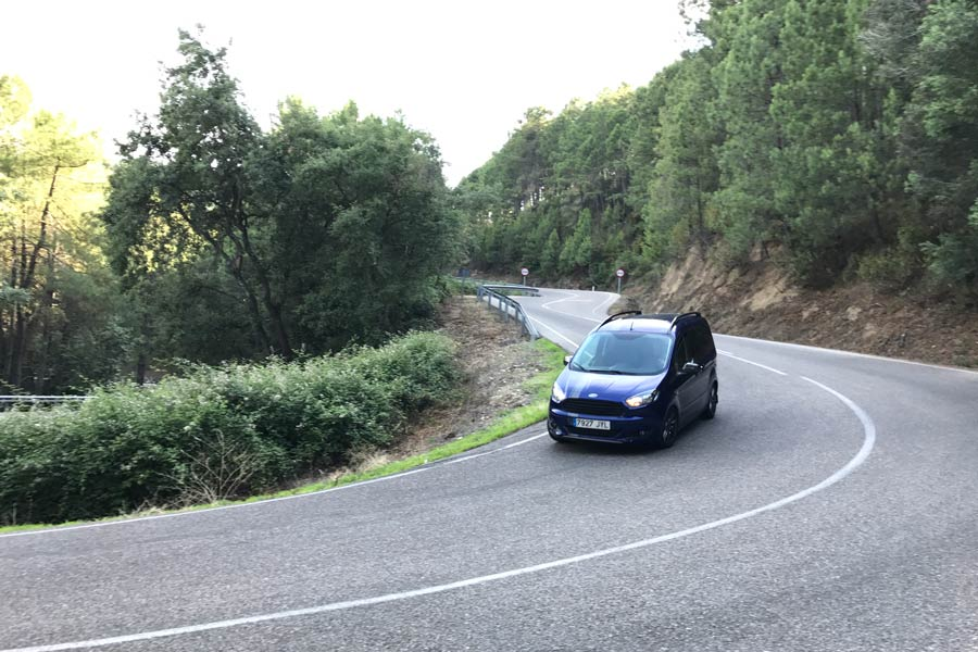 Imágenes dinámicas de la prueba del Ford Tourneo Courier Sport.