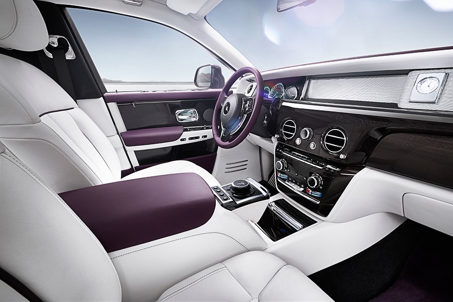 El lujo es superlativo en este nuevo modelo de Rolls Royce.