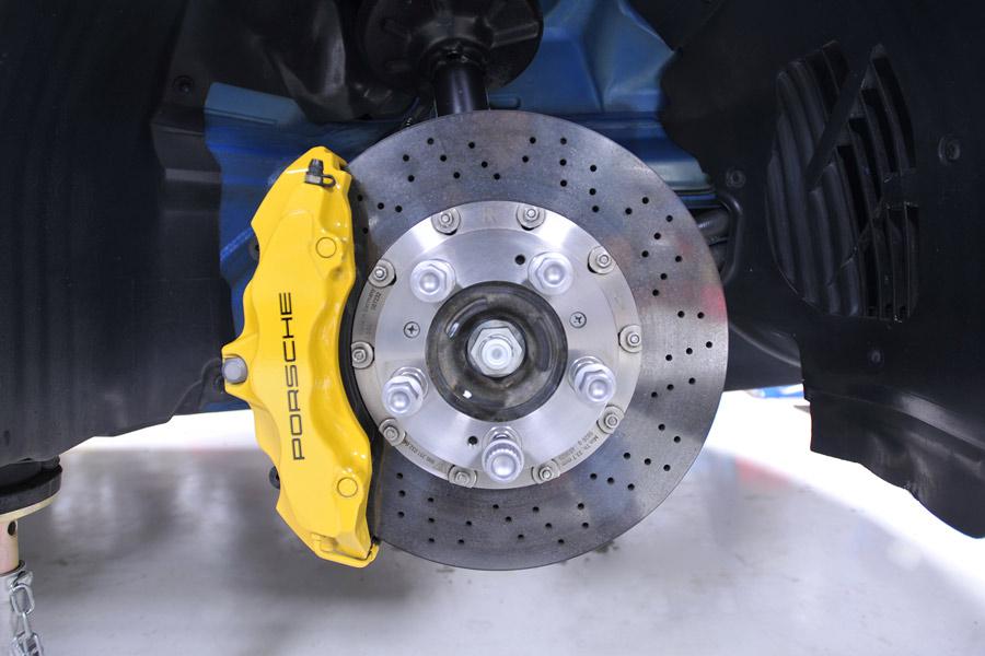 Los discos perforados son más eficaces y, depende de la marca y del diámetro, no son demasiado caros.
