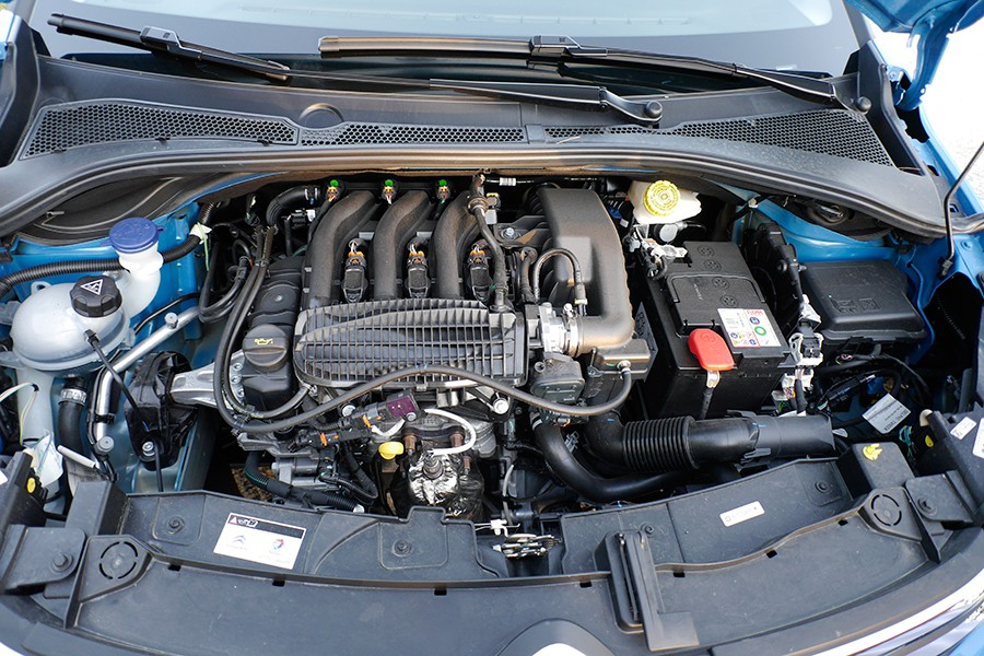 El motor PureTech tiene un funcionamiento suave, pero le falta pecho.
