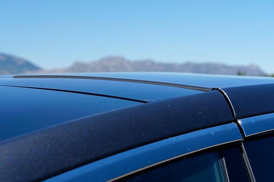 Las puertas del Tesla son tan complicadas que su ajuste no las deja completamente enrasadas.