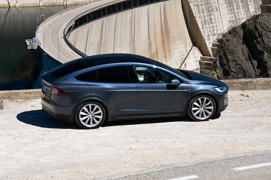 El Tesla Model X cuenta con elementos que sus rivales no ofrecen.