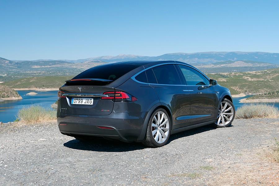 El Model X carece del estilo proporcionado y elegante del Model S.