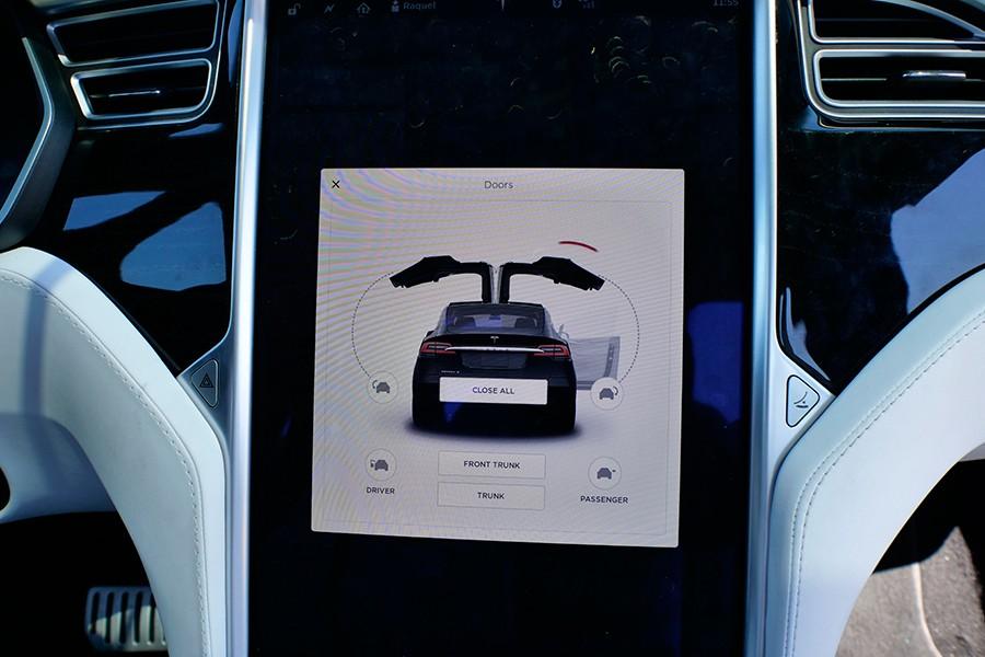 El Pack Premium incluye el espectacular sistema de apertura y cierre automático de puertas.