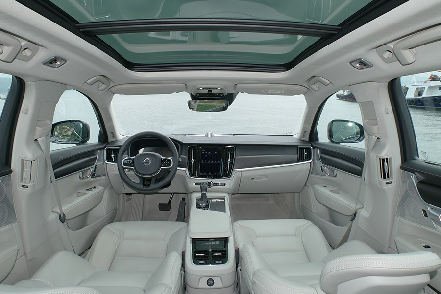 Los interiores del Volvo V90 Cross Country son muy confortables y acogedores.