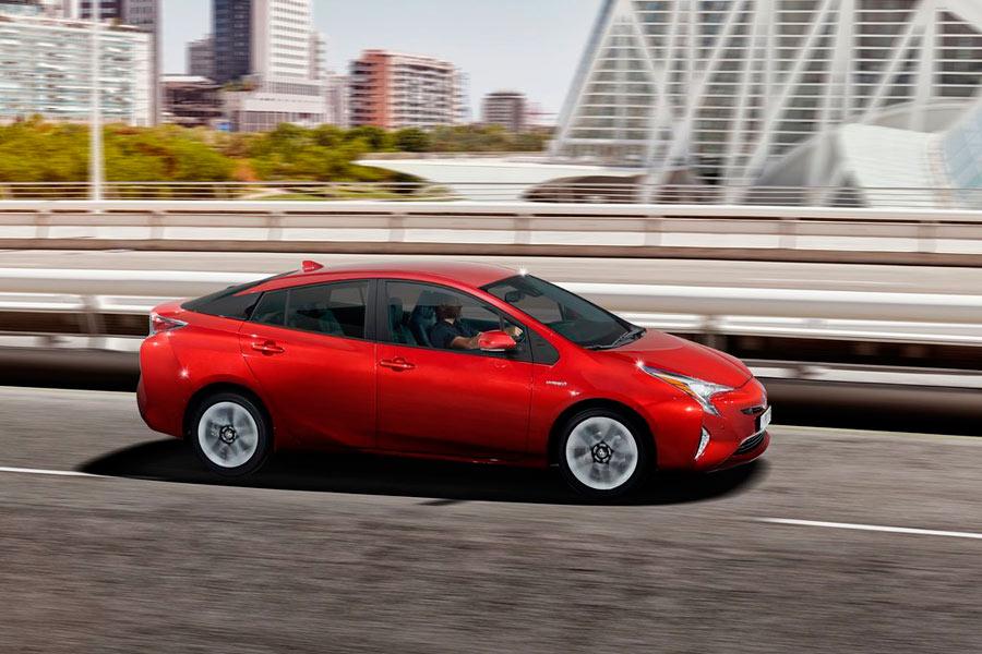 El Toyota Prius fue un auténtico pionero de la tecnología híbrida; en la imagen, su última generación.