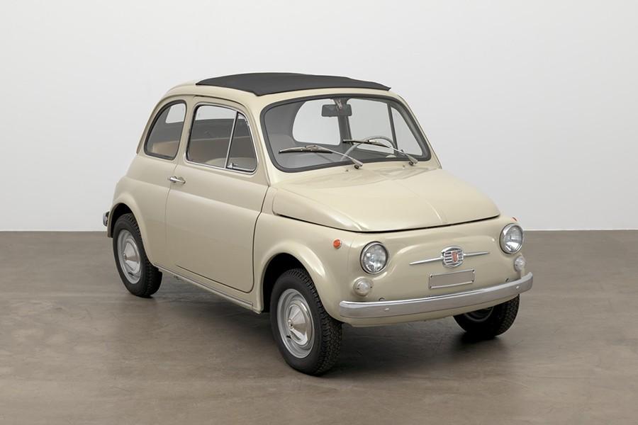 Un Fiat 500 en el Museo de Arte de Nueva York