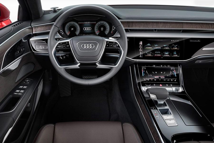 El nuevo puesto de conducción del Audi A8 presenta una imagen actual, incluso, futurista.