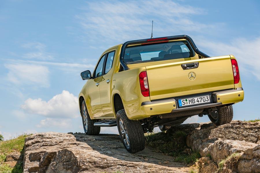 El pick up de Mercedes está disponible con tracción trasera o total con reductora.