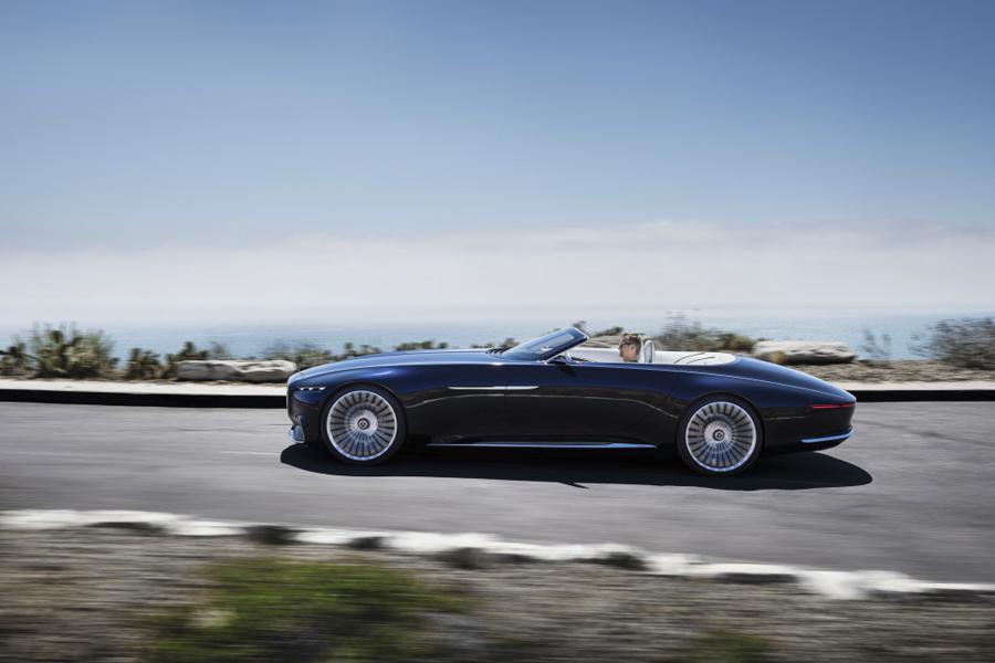 El Vision Mercedes-Maybach 6 Cabriolet, hace honor a los deortivos y GT de los años 20.