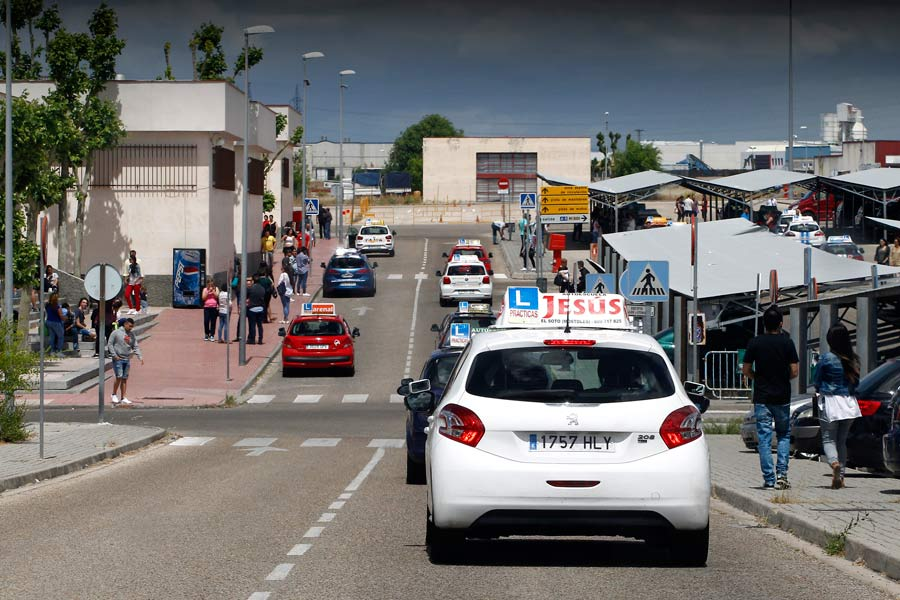 Los examinadores de tráfico desconvocan la huelga, por ahora