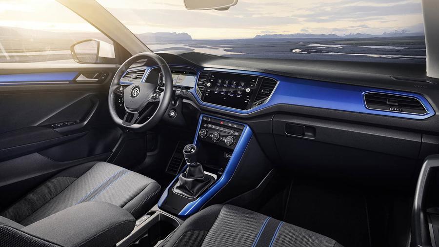 Salpicadero Volkswagen T-ROC, semejante al del nuevo Volkswagen Polo.