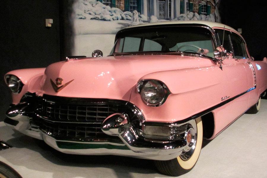 El Cadillac Fleetwood rosa de 1955 es, quizá, el coche más famoso del Rey del Rock.