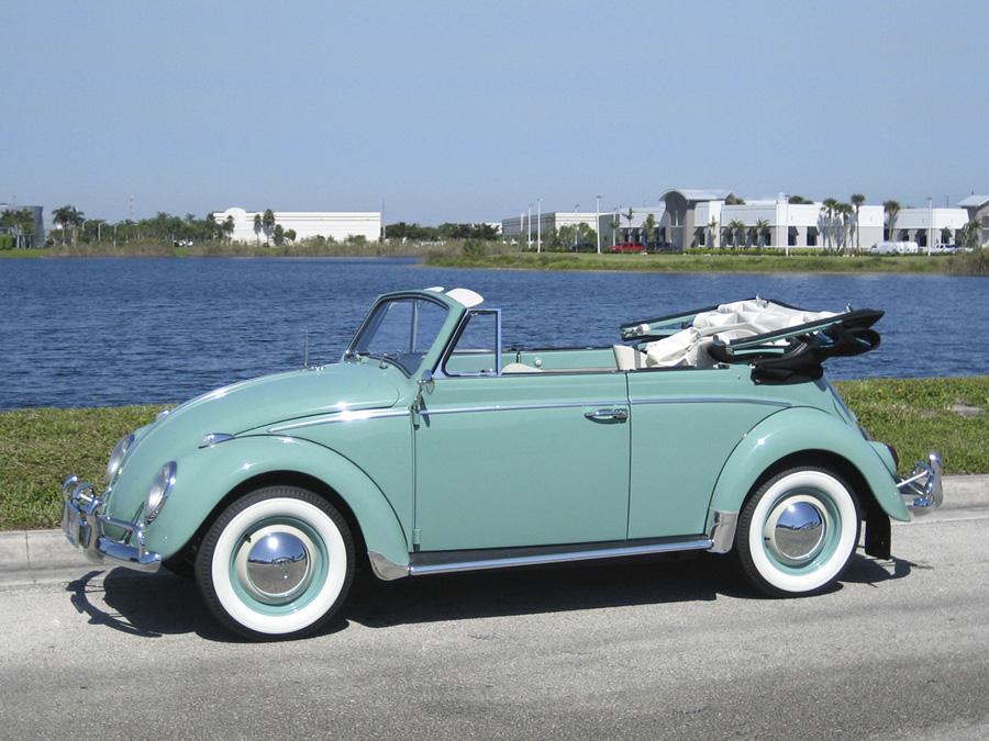 Volkswagen Escarabajo cabrio con mucha personalidad.