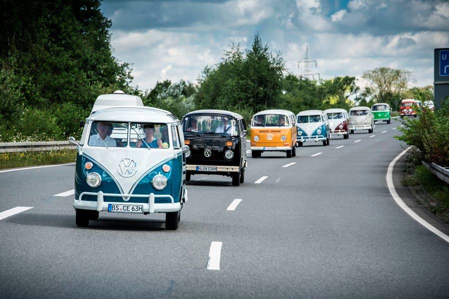 350 unidades de las seis generaciones de la Type 2 se unieron en el Festival Veraniego del VW Bus.