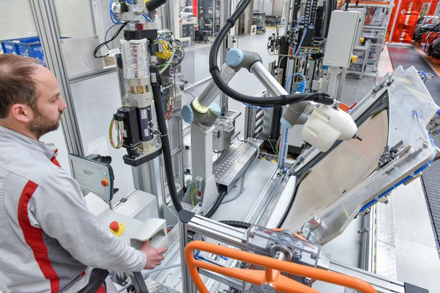 Audi fusiona humanos y robots en sus plantas de producción