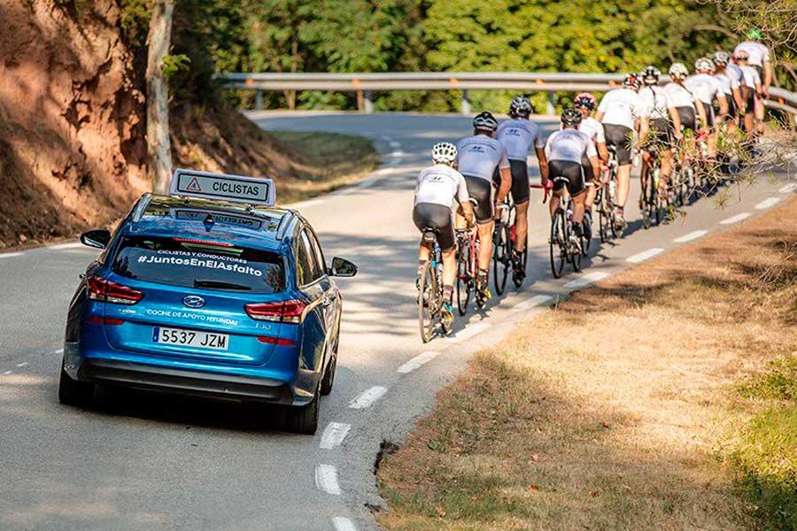 Multan a un coche de apoyo ciclista Hyundai por un comportamiento legal