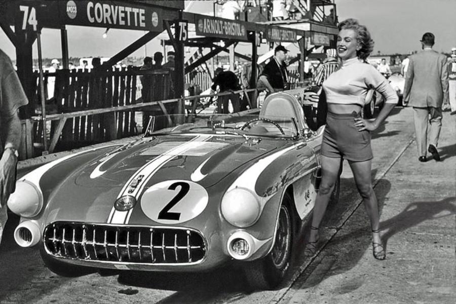 Las marcas solían regalarle coches a cambio de su promoción, como Chevrolet con el Corvette.