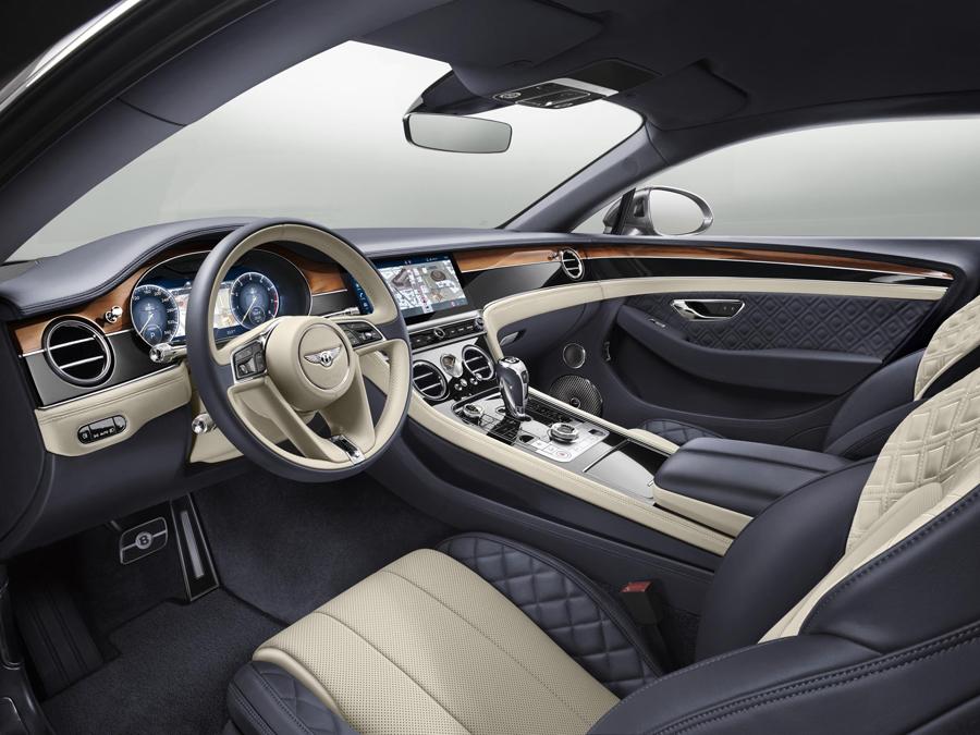 El habitáculo del Bentley Continental GT ha sido cuidado hasta el último detalle.