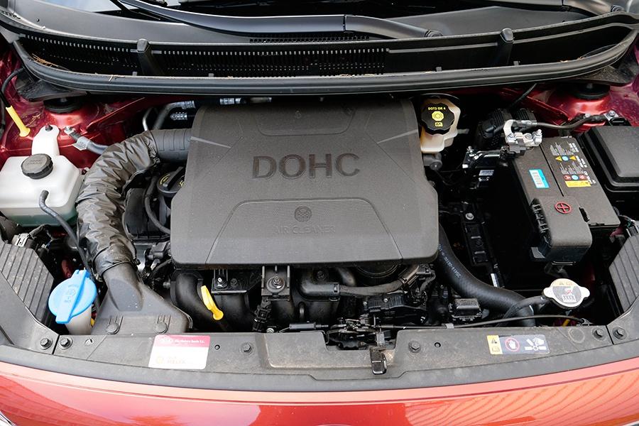 El motor de 84 CV mueve con mucha soltura este pequeño utilitario.