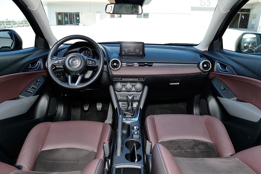 La combinación de colores en el interior del CX-3 es muy atractiva.