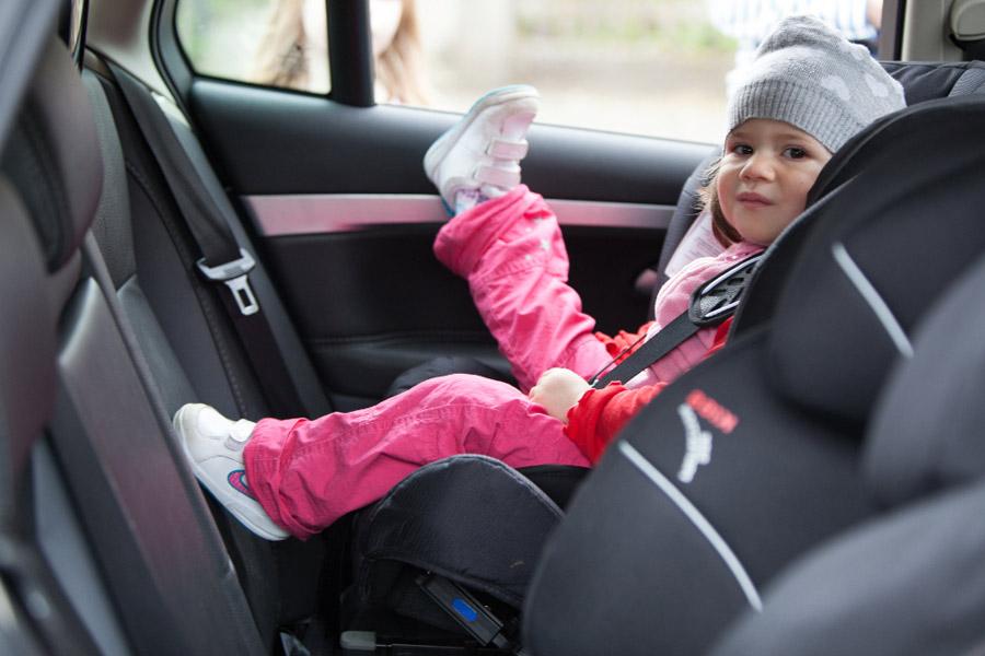 Es aconsejable llevar a los bebés a contramarcha, como mínimo, hasta los dos años.