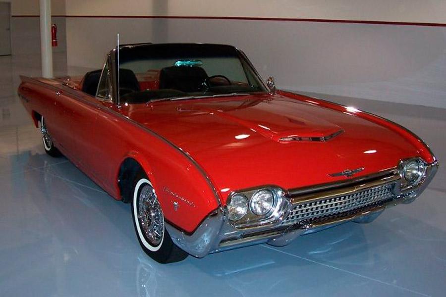Un precioso Ford Thunderbird como el que perteneció a Elvis Presley.