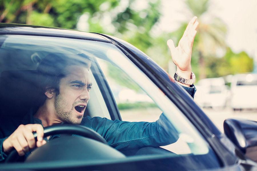¿Cuánto dinero te cuesta conducir estresado?