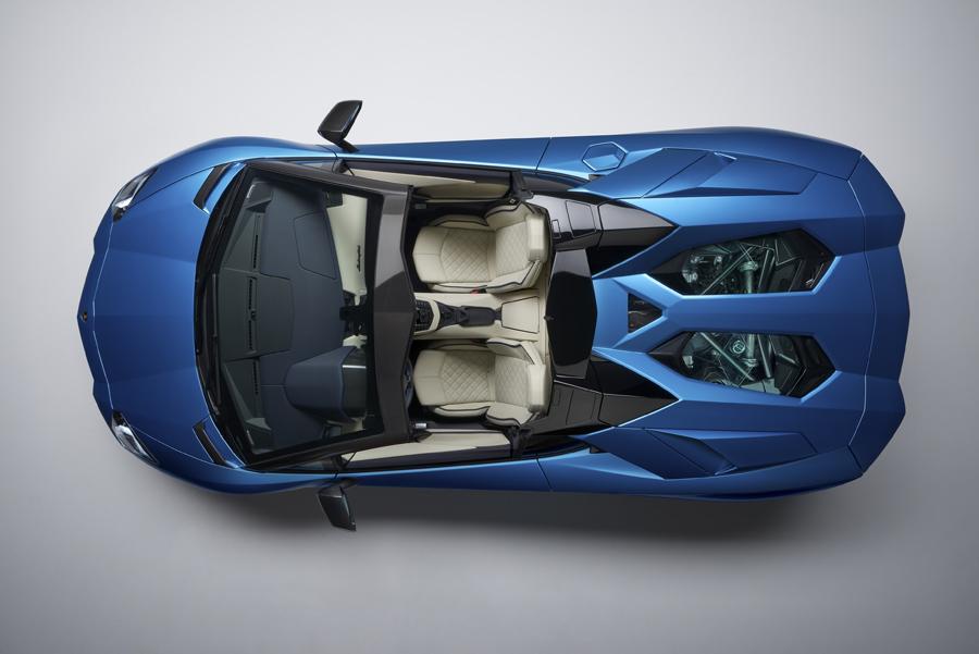 Vista cenital del Lamborghini Aventador S Roadster.