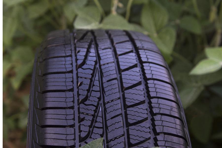 Neumático Goodyear realizado con compuestos de soja.