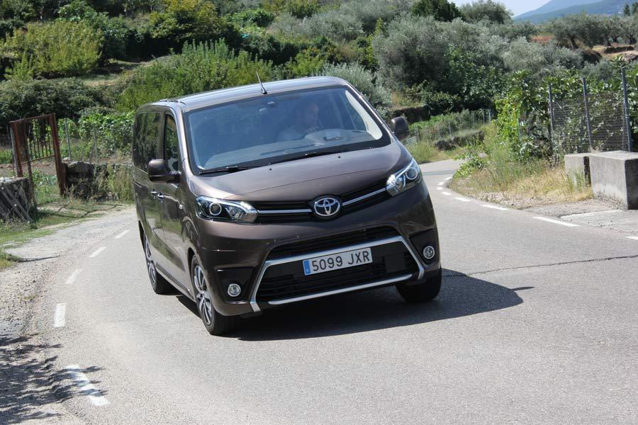 Imágenes dinámicas de la Toyota Proace Verso.