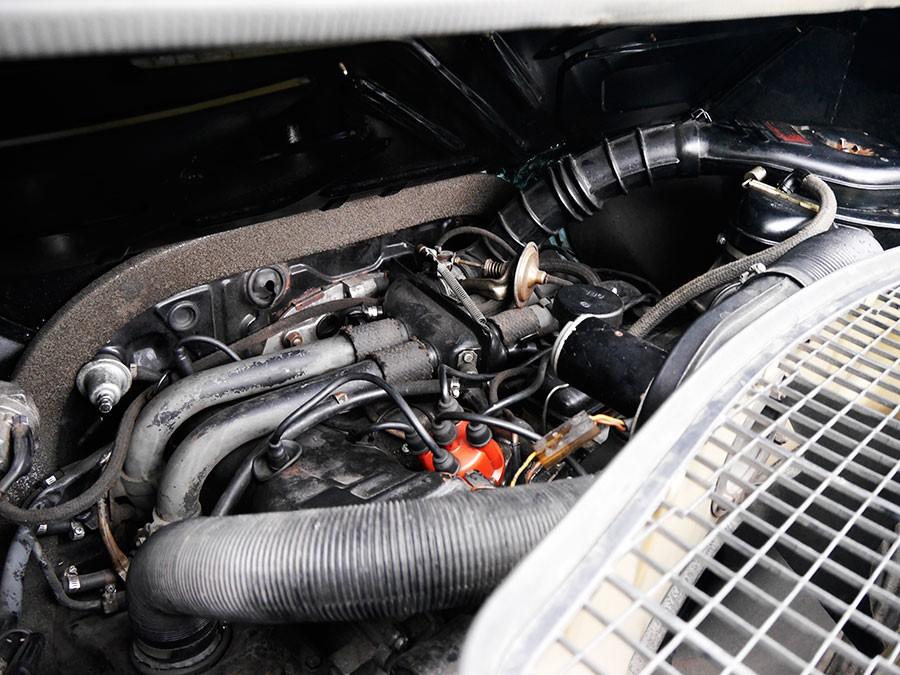 Así era el primer motor de inyección electrónica de gasolina: 4 cilindros bóxer refrigerado por aire.