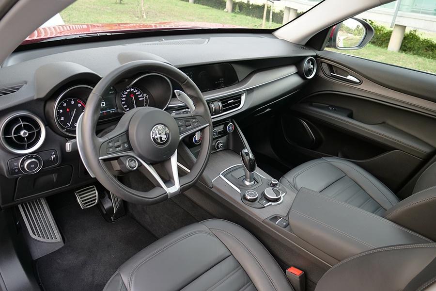 El interior tiene un diseño acogedor y los acabados son correctos.