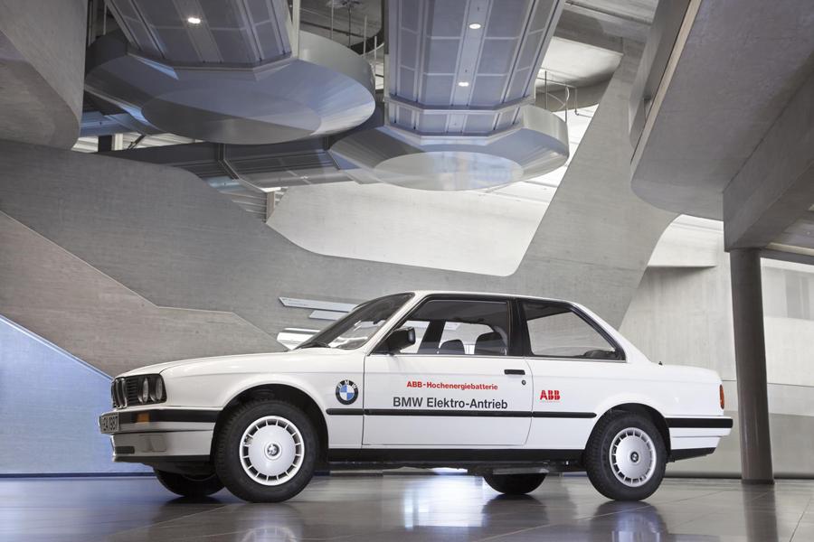 BMW realizó pruebas de baterías con el servicio postal alemán, utilizando como base BMW 325iX.