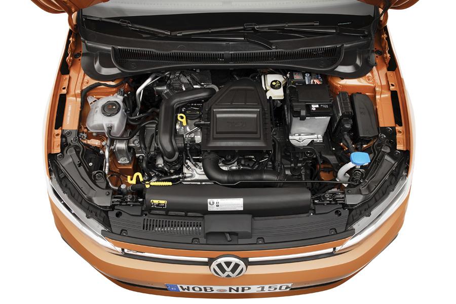 Los motores disponibles en su lanzamiento son tres gasolina de 65, 75 y 95 CV.